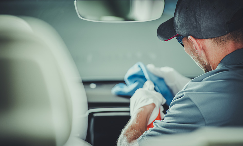 Automotive glass cleaner